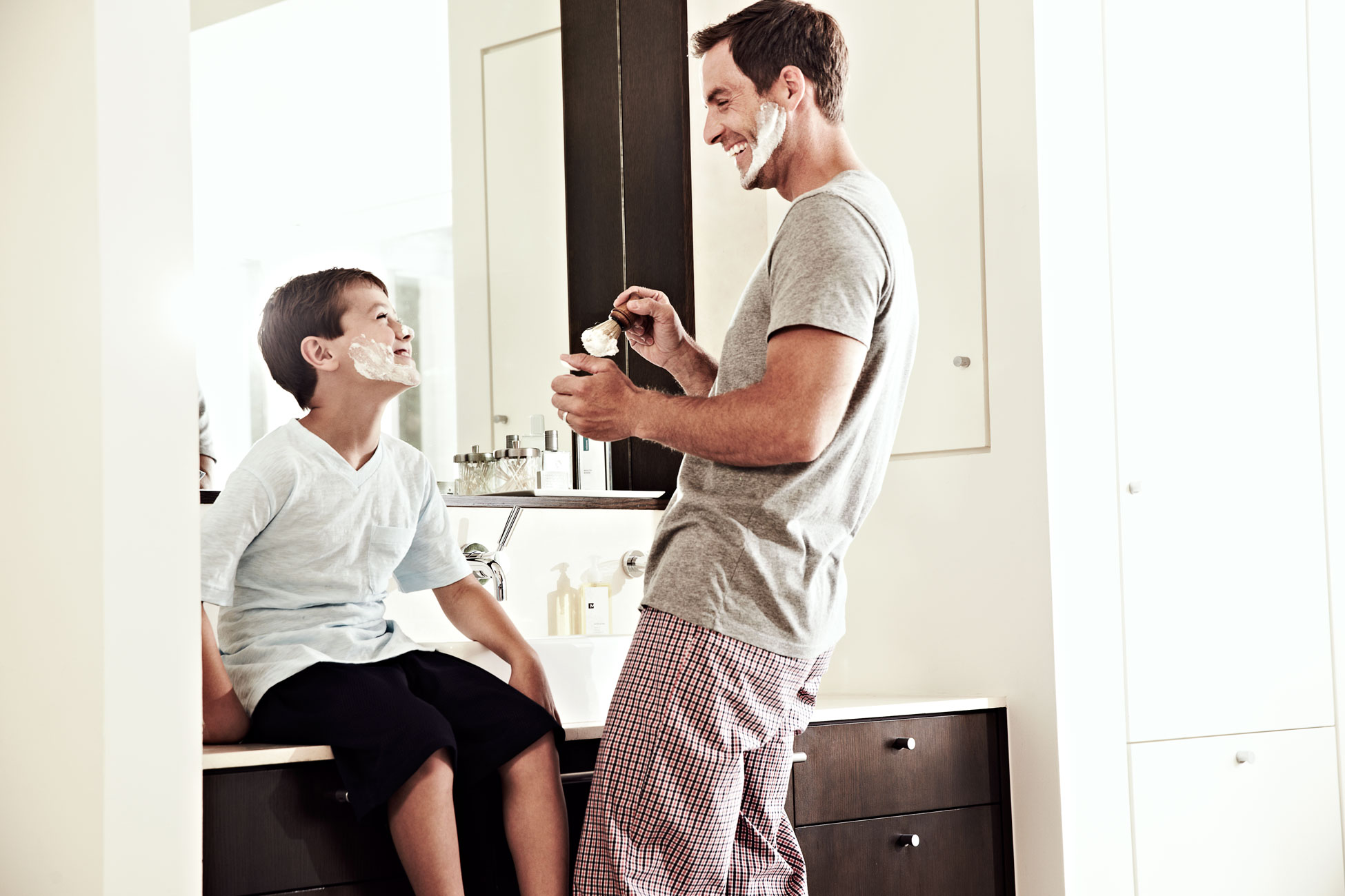 Modere_Dad-and-Son-Shaving_106.jpg